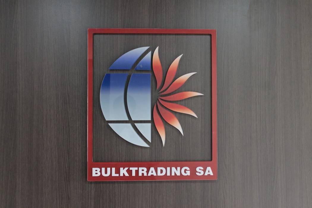 Bulk Trading - Bogota Estudios y despachos de estilo industrial de Bustos + Quintero arquitectos Industrial Plástico
