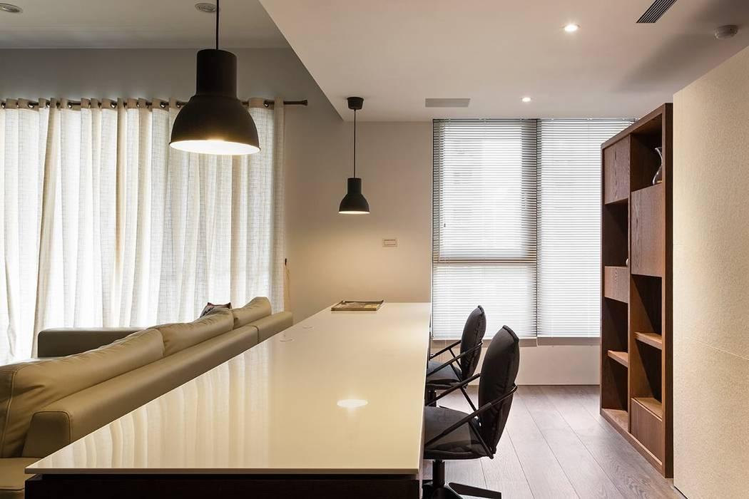 Oficinas y bibliotecas de estilo moderno de Co*Good Design Co. Ltd. Moderno