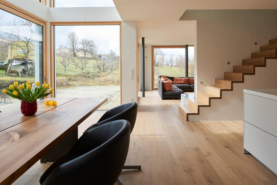 manufaktur landhausdiele im sonderfarbton nach wunsch der bauherrn moderne wohnzimmer von. Black Bedroom Furniture Sets. Home Design Ideas