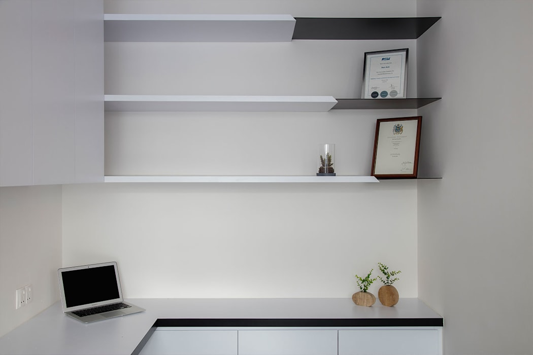 Eightytwo Minimalist study/office Wood White