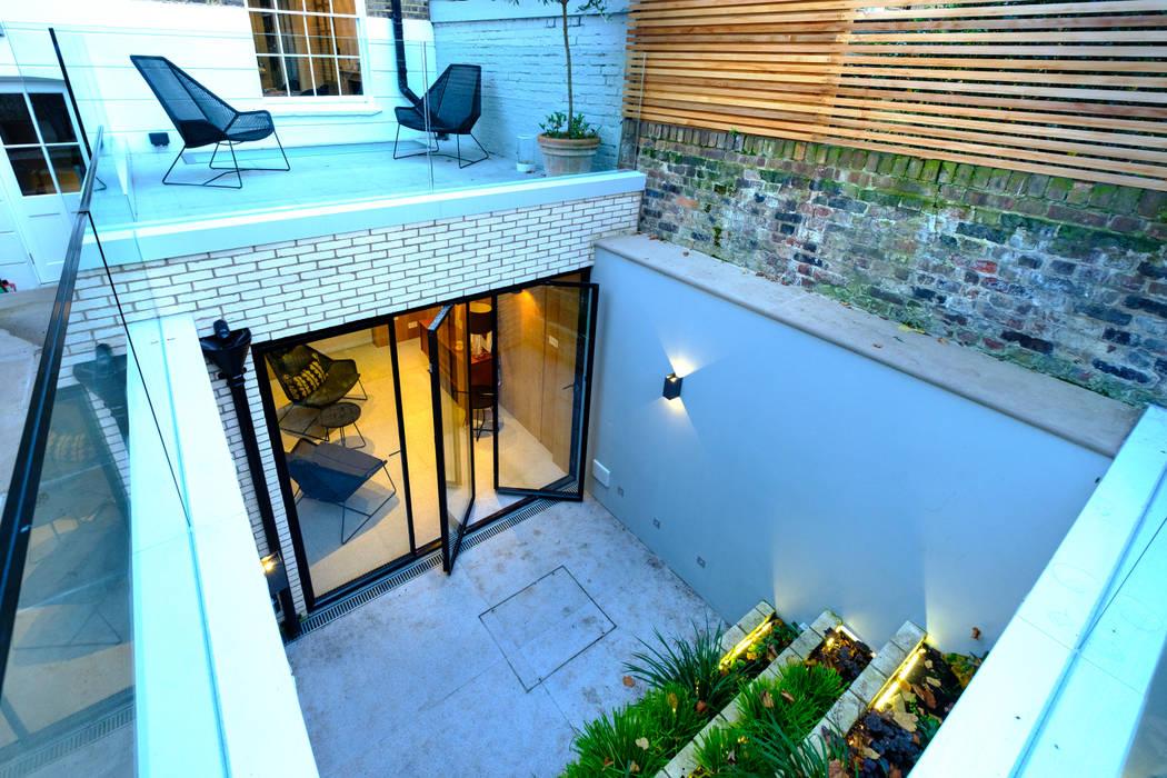Pintu oleh IQ Glass UK, Modern