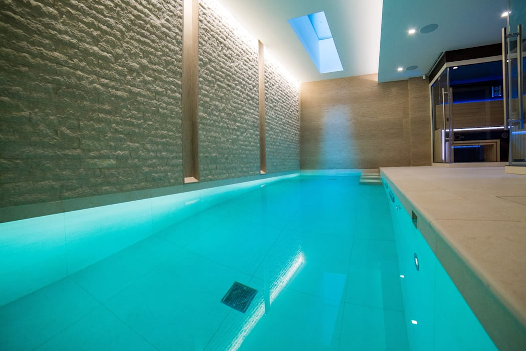 Luxury Family Pool:  Infinity pool by London Swimming Pool Company