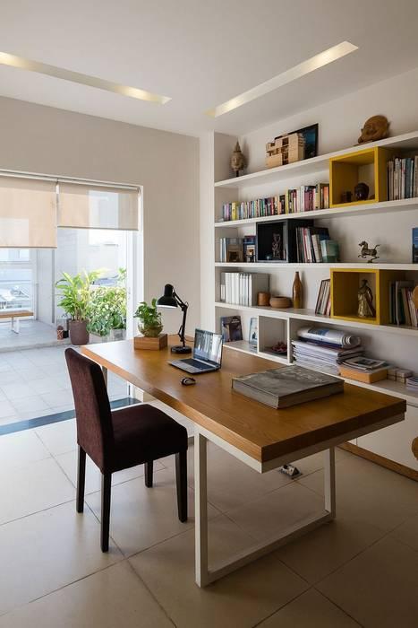Phòng học/ phòng làm việc Phòng học/văn phòng phong cách hiện đại bởi Công ty TNHH Xây Dựng TM – DV Song Phát Hiện đại