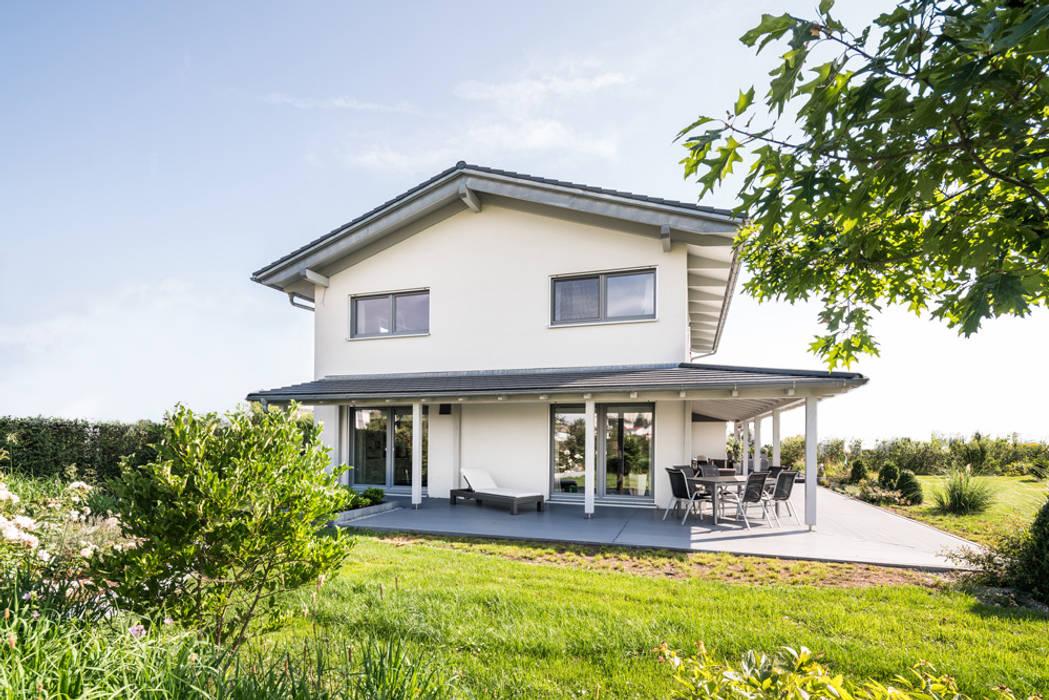 от wir leben haus - Bauunternehmen in Bayern Модерн