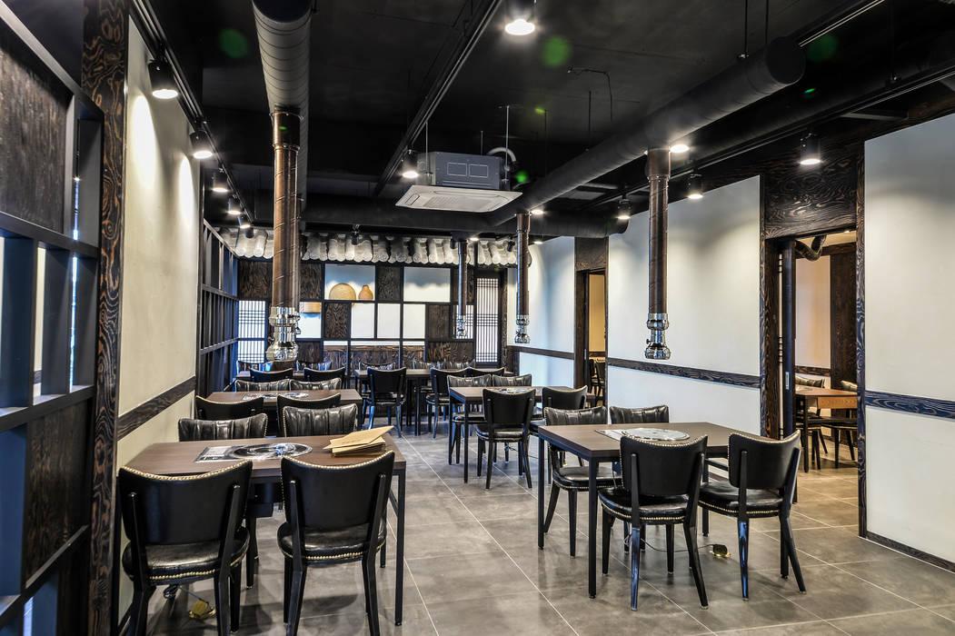 Dining room by IRO Design, Modern