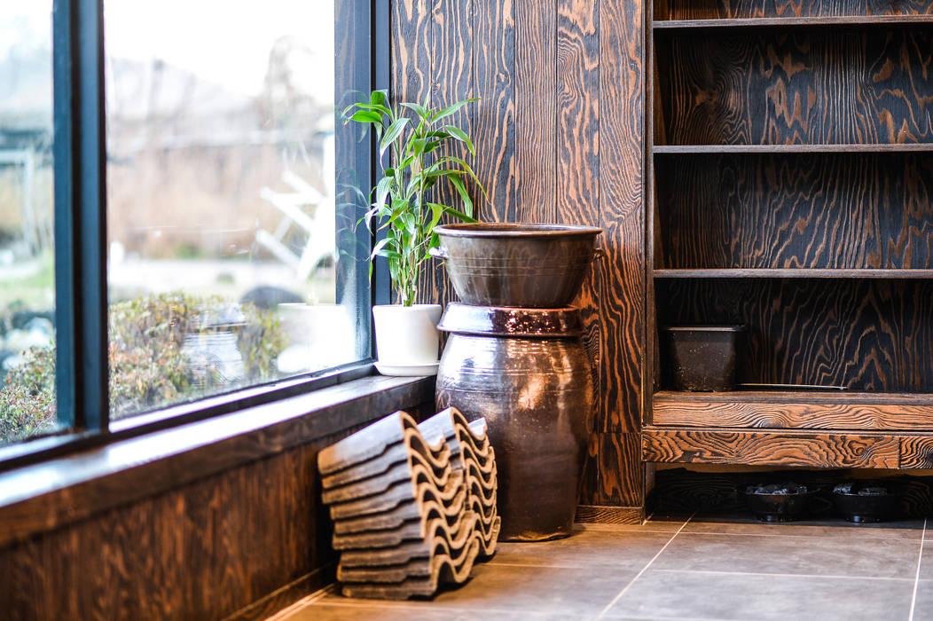 Modern dining room by IRO Design Modern