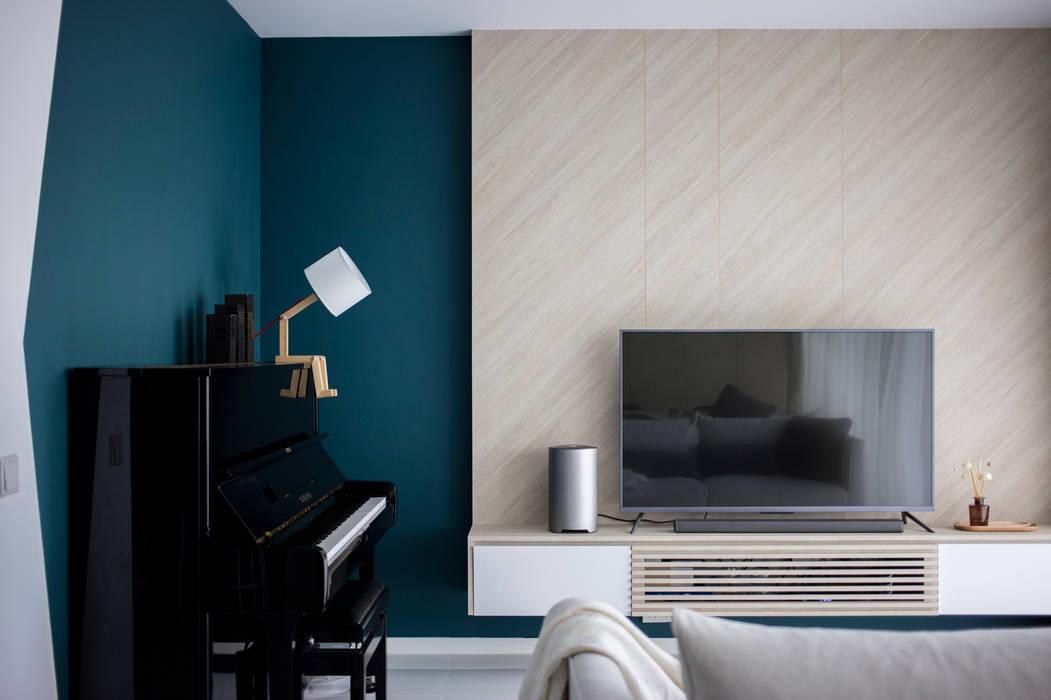 Scandinavian style living room by Eightytwo Pte Ltd Scandinavian Wood Wood effect