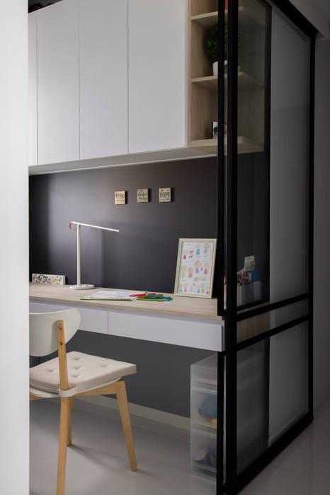 ECOPOLITAN:  Kitchen units by Eightytwo Pte Ltd,Scandinavian