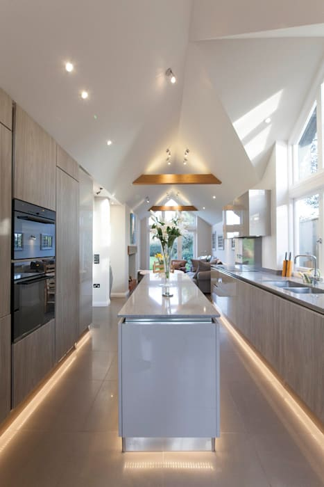 Stoke Row - Modern Kitchen:  Kitchen by cu_cucine