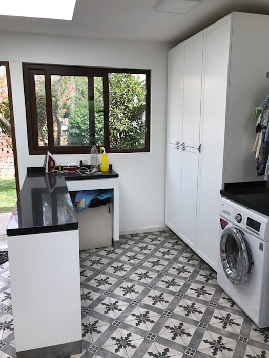 Zona planchado de lavadero: Muebles de cocinas de estilo  por PICHARA + RIOS arquitectos