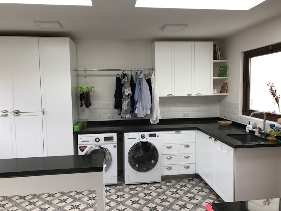 Mobiliario lavadero de PICHARA + RIOS arquitectos Ecléctico Derivados de madera Transparente
