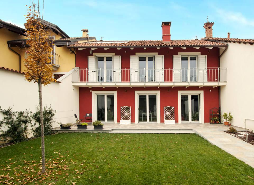 La facciata principale casa di campagna in stile di for Colore facciata casa campagna