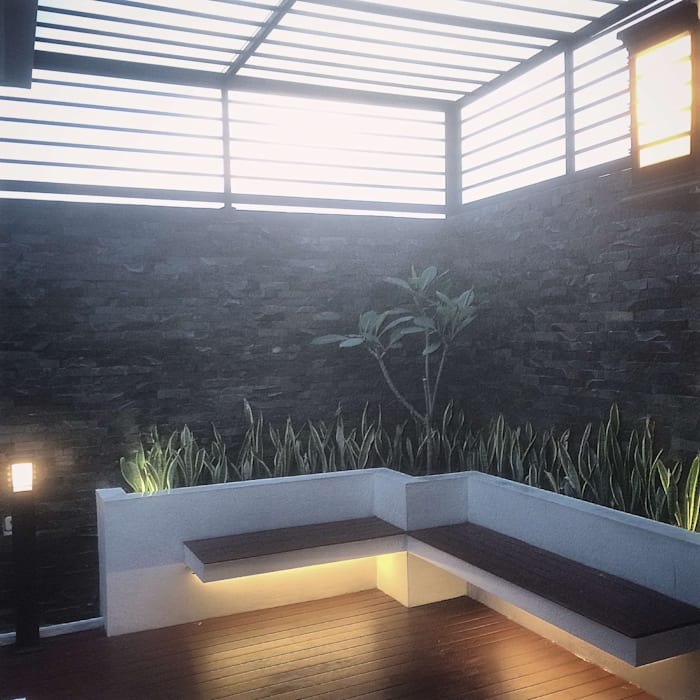 Roof Garden: Taman oleh Lighthouse Architect Indonesia,