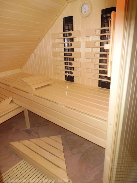 Ausbau Dachgeschoß zu einem Wellnessbereich:  Sauna von Bäderwerk Bad + Design Cutner GmbH