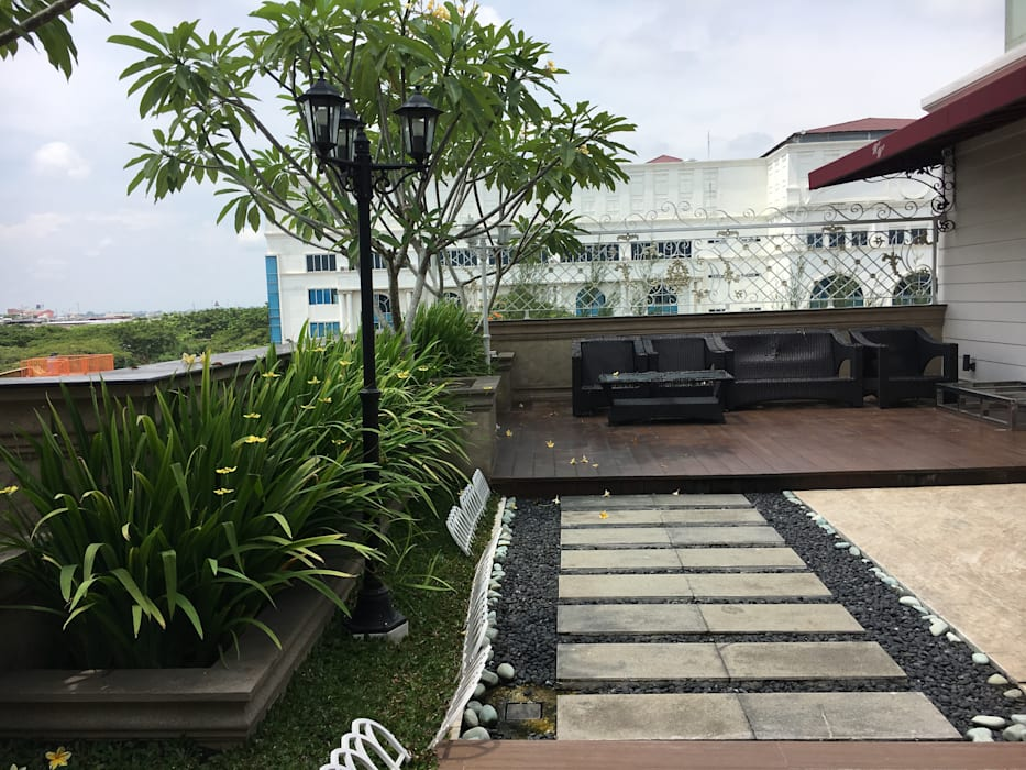 Roof Garden: Taman oleh Lighthouse Architect Indonesia, Klasik