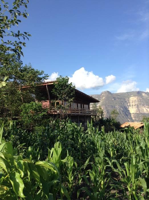 FACHADA homify Casas rurales Madera Transparente