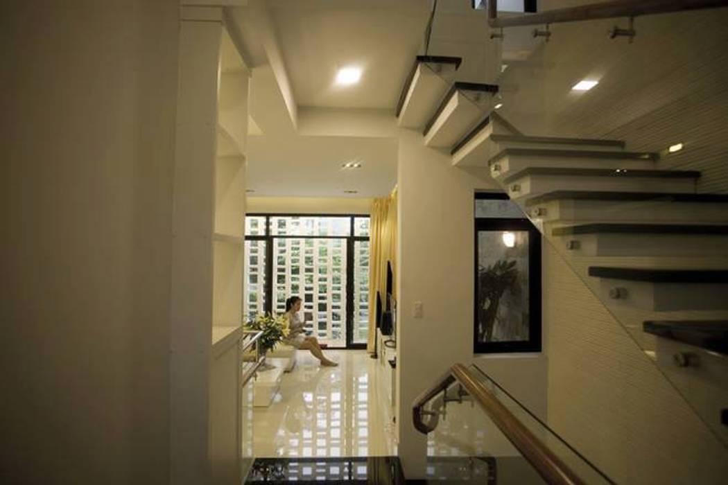 Nhà Ống Lệch Tầng Đẹp 5x15m Có Giếng Trời Mát Mẻ Công ty TNHH Xây Dựng TM – DV Song Phát Cầu thang