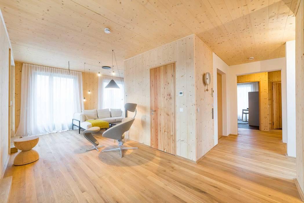 Holzpalais Dresden Penthouse:  Wohnzimmer von MBR Architekten PartG mbB