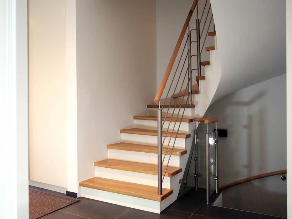 Schädlich Treppenbau betontreppe: flur & diele von schädlich treppenbau gmbh | homify