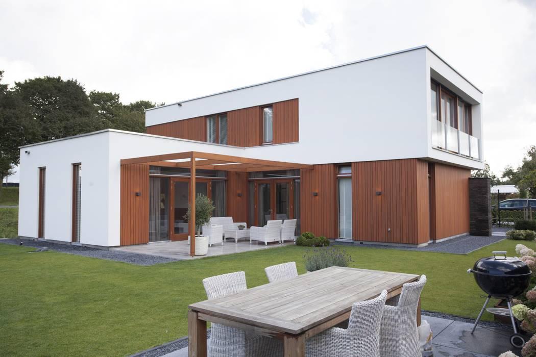 Villa Krakestee tuinzijde van Thijssen Verheijden Architecture & Management Modern Hout Hout