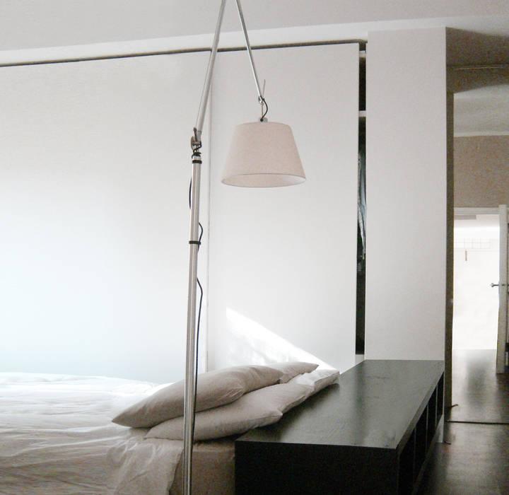 Una casa piena di musica: camera da letto in stile di viu ...