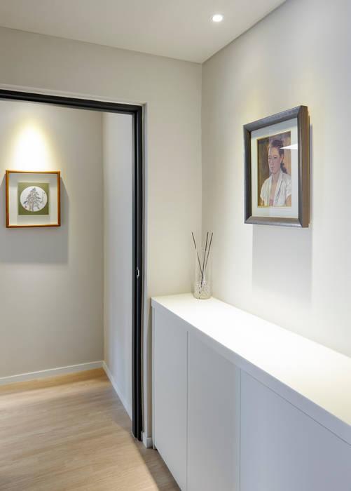 Moderne Wände & Böden von 소수건축사사무소 Modern