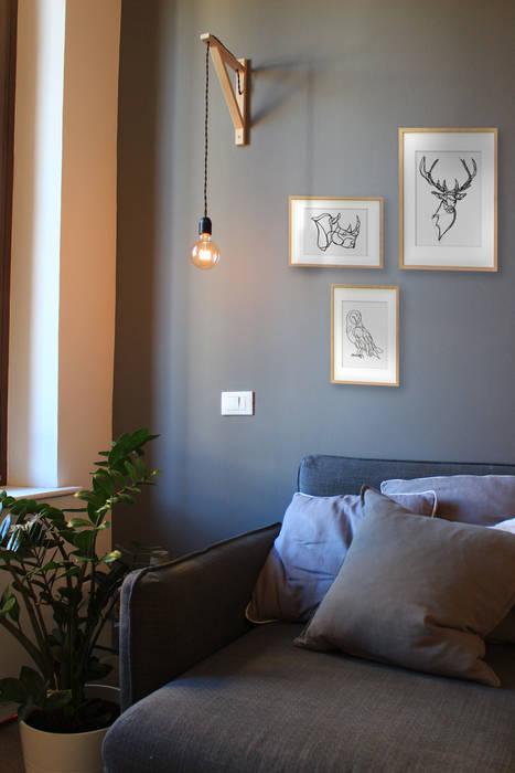 Bilocale low cost, hight color: soggiorno in stile di ...
