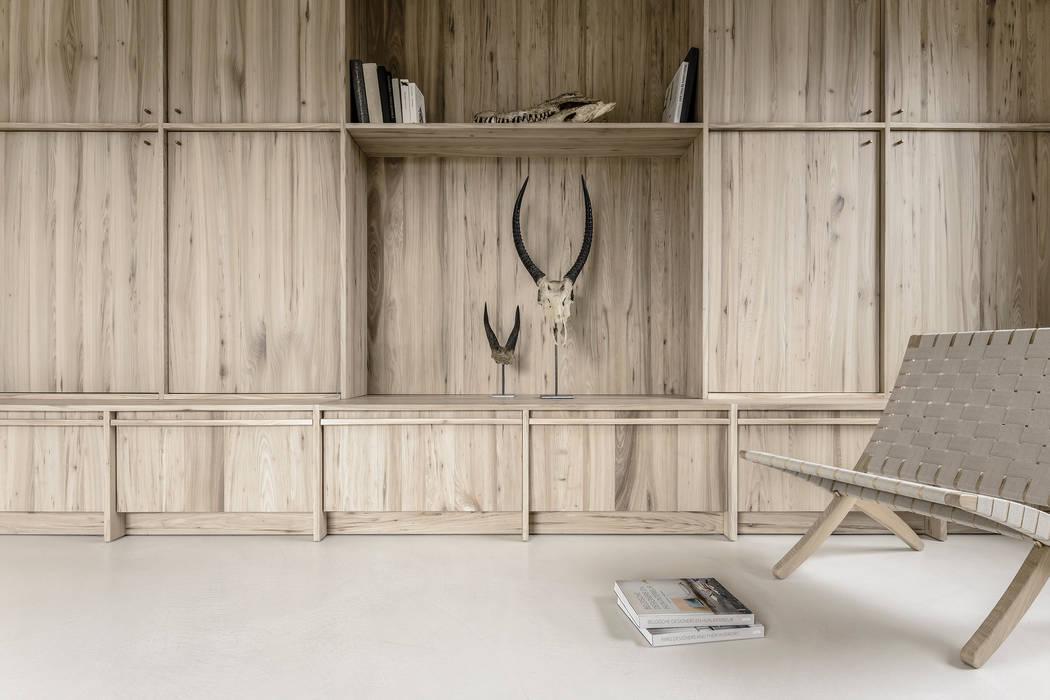 Bellezza in soggiorno: Soggiorno in stile in stile Moderno di IDEAL WORK Srl