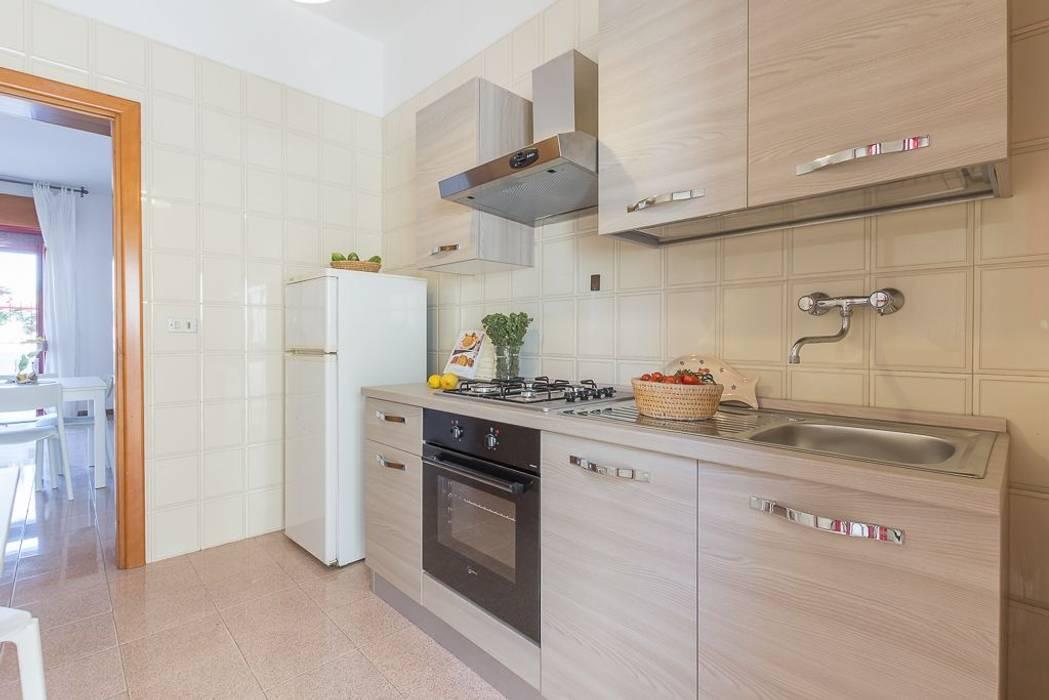 Casa gaia: cucina in stile di anna leone architetto home stager | homify