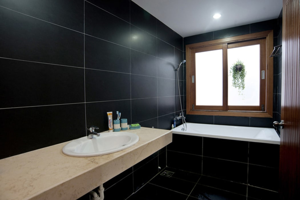 Thiết Kế Nhà Ống 2 Tầng 790 Triệu Gần Gũi Với Thiên Nhiên Phòng tắm phong cách hiện đại bởi Công ty TNHH Xây Dựng TM – DV Song Phát Hiện đại