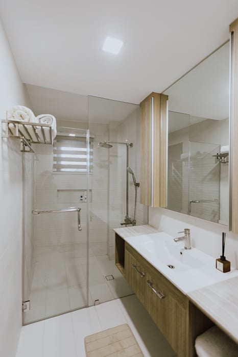 Toilet and Bath:  Bathroom by Living Innovations Design Unlimited, Inc.,