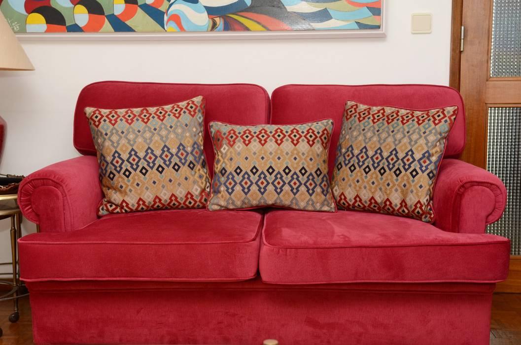 Restauro de estofos de sala de estar: Sala de estar  por STOOL INTERIORS