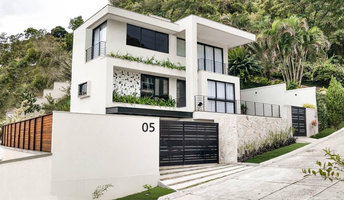 Moderne Häuser von Cláudio Maurício e Paulo Henrique Modern