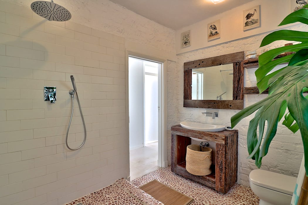 Studio Do Cabo Eclectic style bathroom