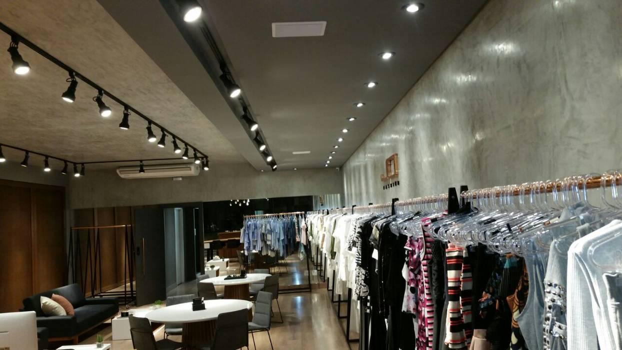 bf9b6dd26020 Showroom de Fábrica - Moda Feminina: Lojas e imóveis comerciais por ICONO  Projetos e Interiores