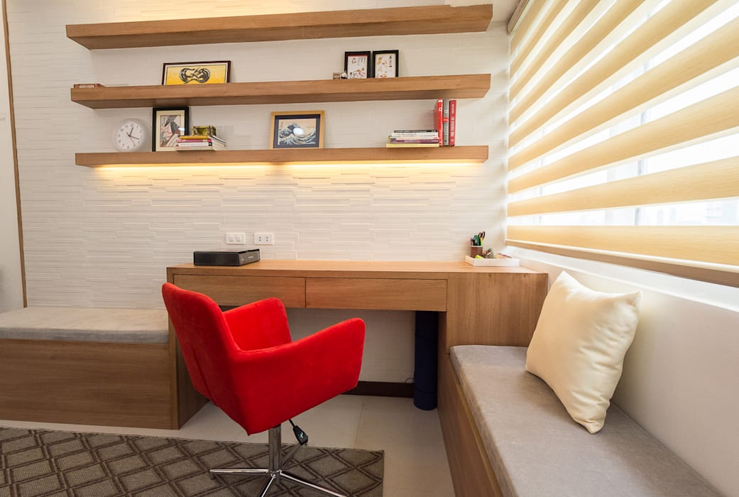 Sonata Private Residences:  Living room by TG Designing Corner , Modern