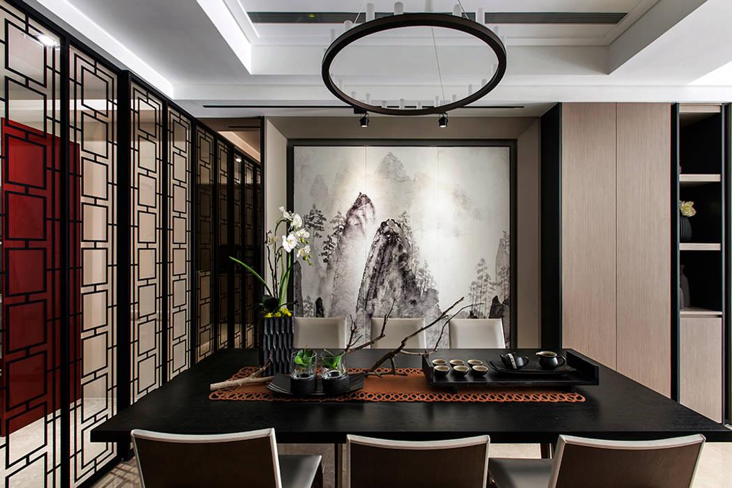 Sala da pranzo in stile  di 辰林設計