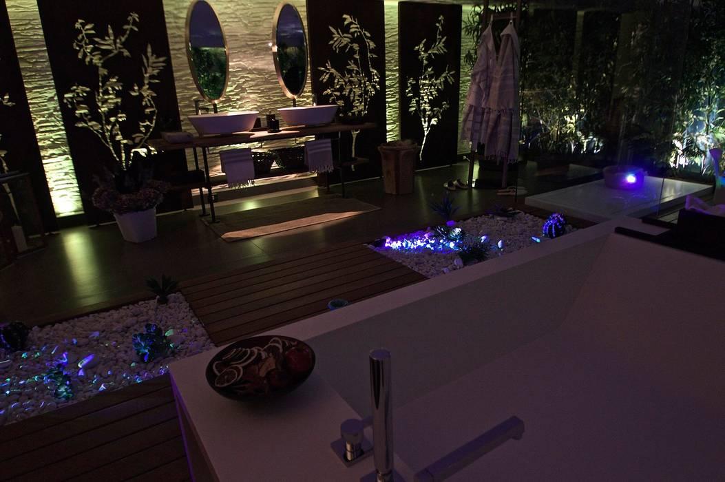 Spa in Showroom Signum Contract: Bagno turco in stile  di Signum Contract