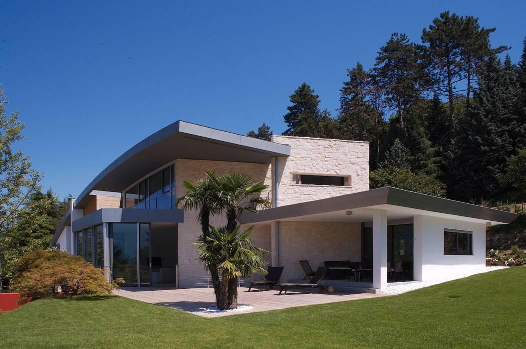 Casas estilo moderno: ideas, arquitectura e imágenes de Studio Marastoni Moderno