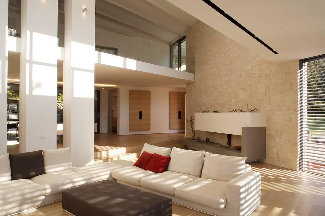 Modern living room by Studio Marastoni Modern