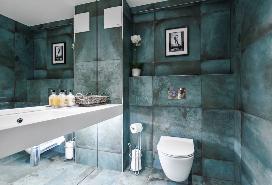 Bathroom by BathroomsByDesign Retail Ltd,