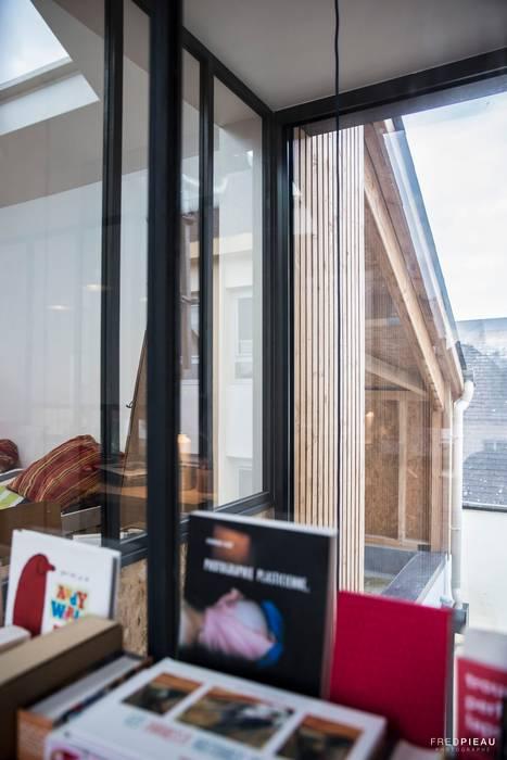 maison individuelle - projet d'extension: Maisons de style  par FRED PIEAU PHOTOGRAPHE
