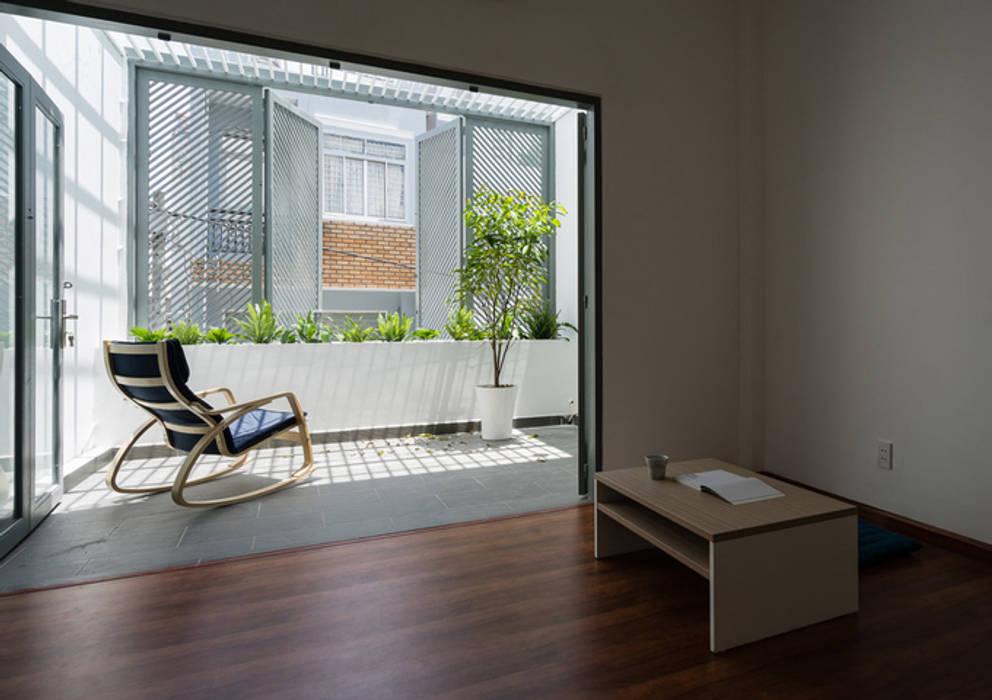 Balcon, Veranda & Terrasse asiatiques par Công ty TNHH TK XD Song Phát Asiatique Cuivre / Bronze / Laiton