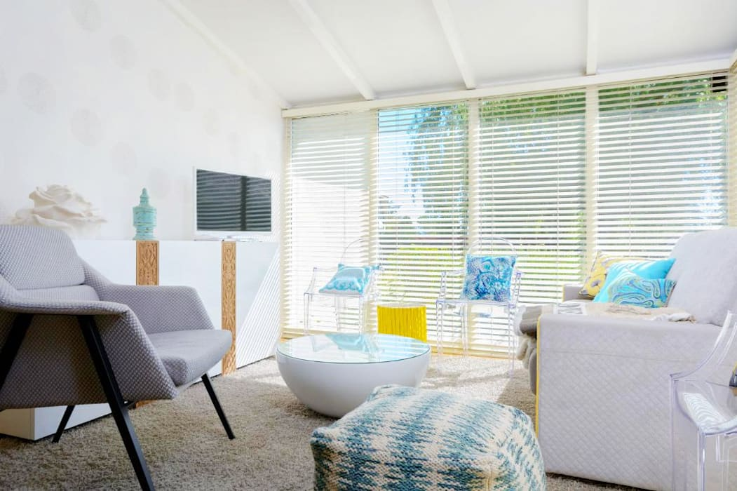 Habitaka diseño y decoración Mediterranean style living room White