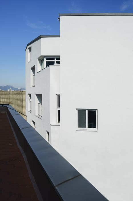 Casas de estilo moderno de TODOT Moderno