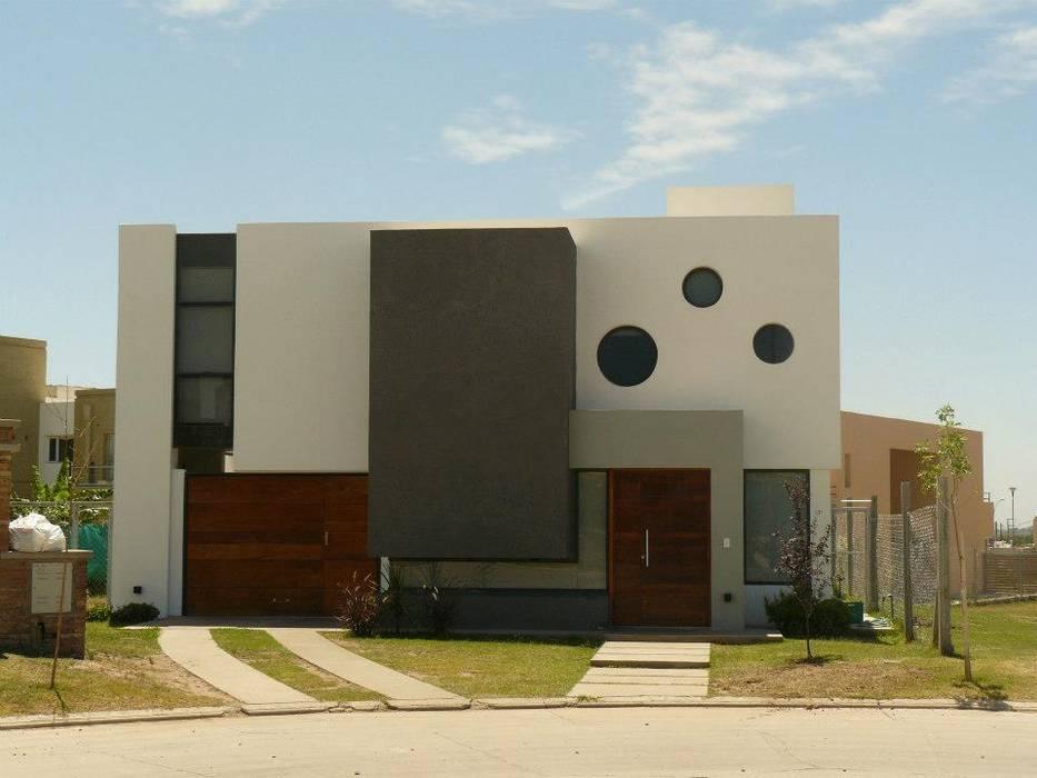 Fachada Frontal: Casas unifamiliares de estilo  por Estudio A+I