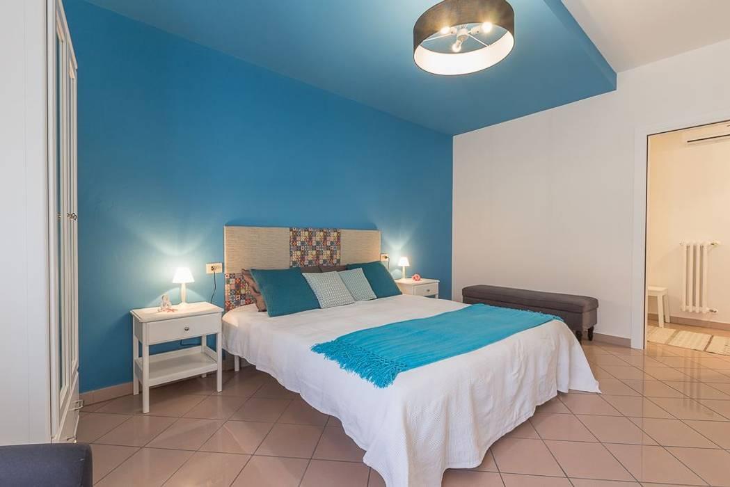 Appartamento Cigno: Camera da letto in stile in stile Minimalista di Anna Leone Architetto Home Stager