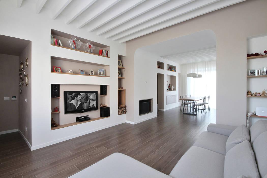 Casa in stile country chic : soggiorno in stile di jfd - juri ...