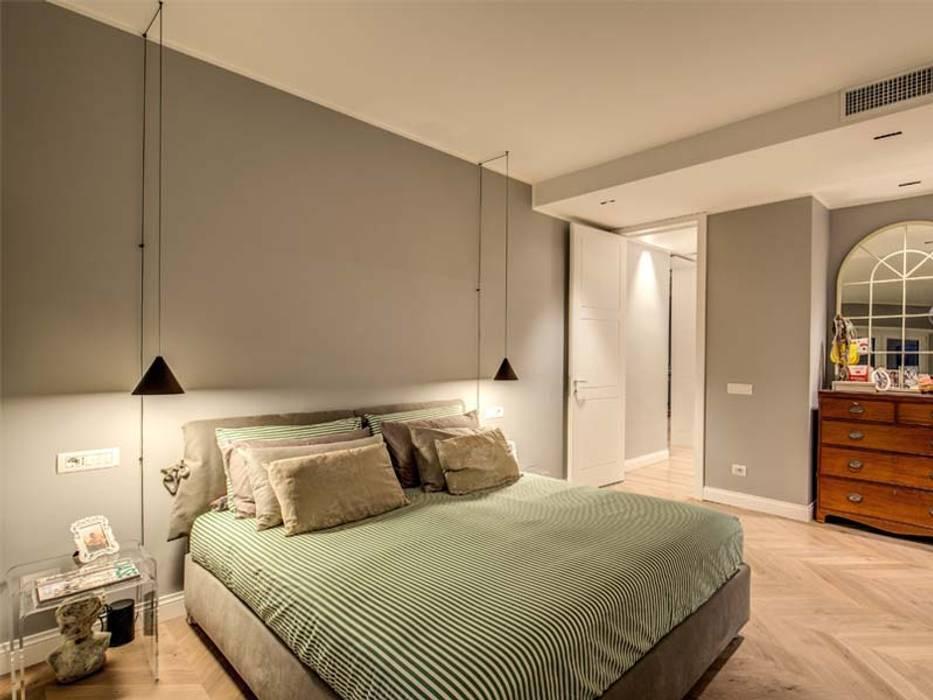 ENGLEN: Camera da letto in stile  di MOB ARCHITECTS