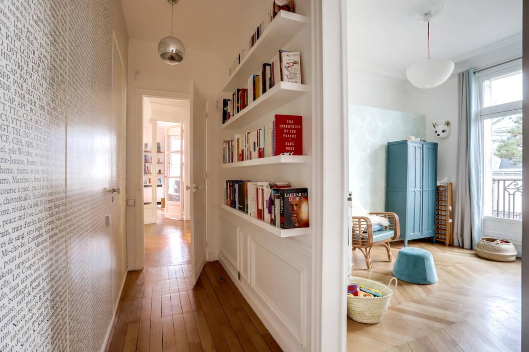PARIS 2: Couloir et hall d'entrée de style  par BMA
